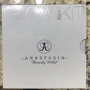 Anastasia Beverly Hills Gleam Glow Kit